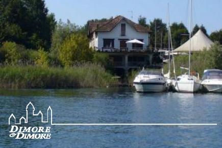 Villa fronte lago con darsena Lago Maggiore
