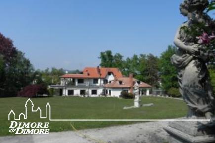 Villa con darsena vicinanze Arona