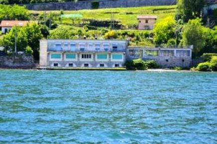 Immobile in riva al Lago Maggiore
