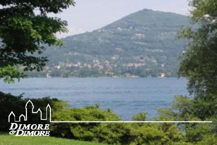 Villa fronte lago sponda lombarda