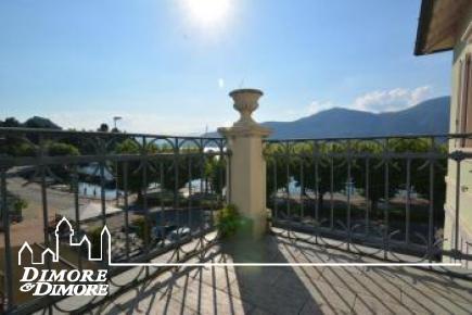 Palazzo fronte lago Porto Valtravaglia