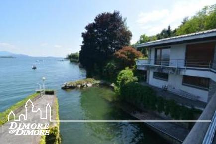 Villa a Baveno direttamente sul lago
