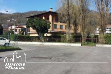 Ampio locale residenziale  a Verbania