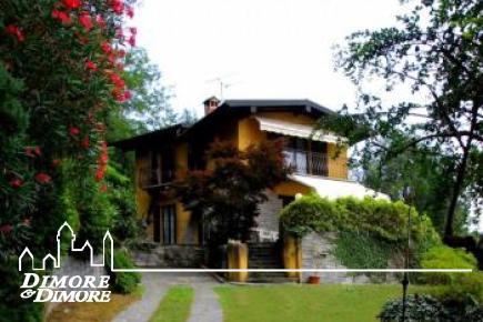 Villa a Mergozzo  con giardino e piscina in affitto stagionale.
