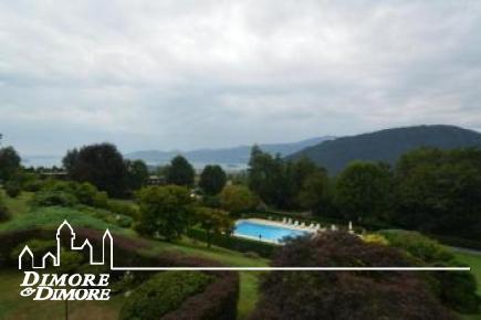 Wohnung in Vignone Größe, Blick auf den See mit Schwimmbad