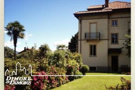Villa d'epoca a Stresa, con giardino e vista lago.