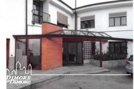Stabile in affitto con ufficio a Verbania località Possaccio
