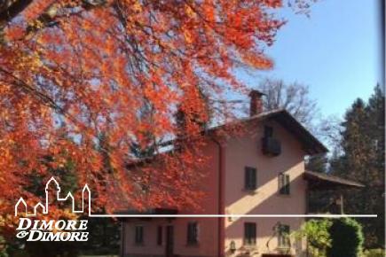 Villa a Gignese con parco e vista lago