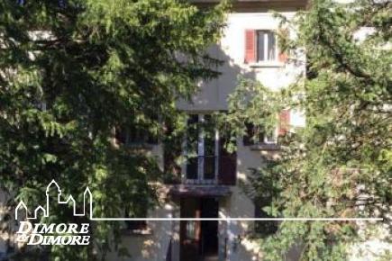 Villa a Omegna da ristrutturare con giardino.