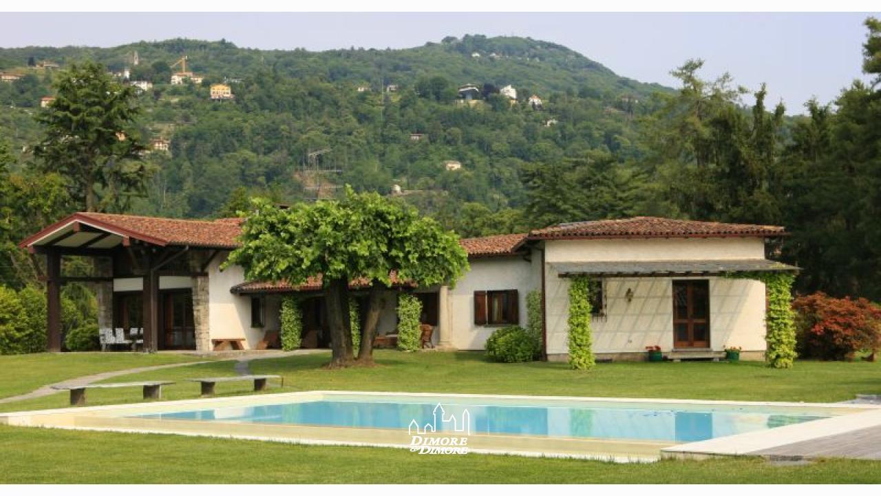 Villa in riva al lago maggiore in affitto dimore for Ville sul lago di garda affitto