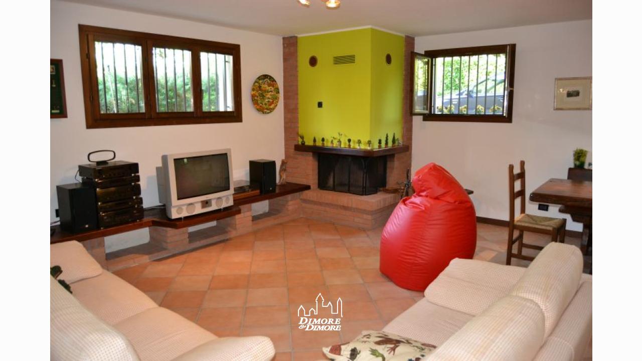 Villa a castelletto sopra ticino con piscina dimore dimore agenzia immobiliare a verbania - Dimore immobiliare ...