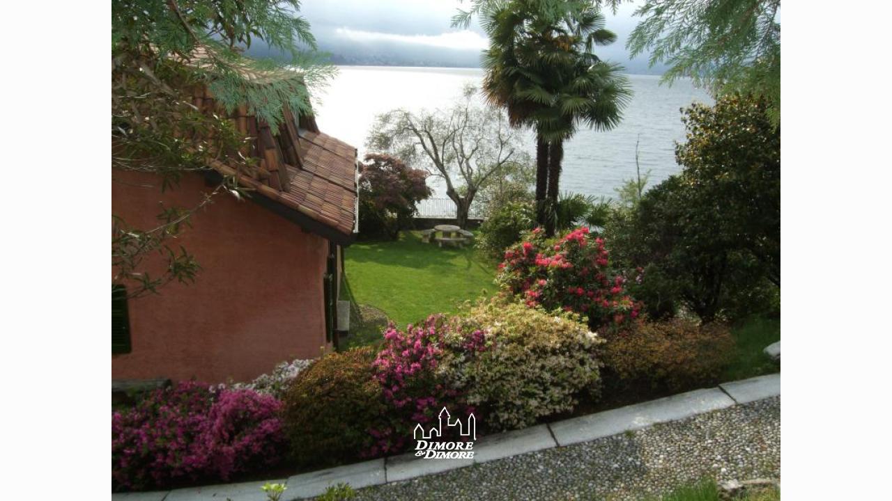 Villa lago maggiore con spiaggia dimore dimore for Lago con spiaggia vicino a milano