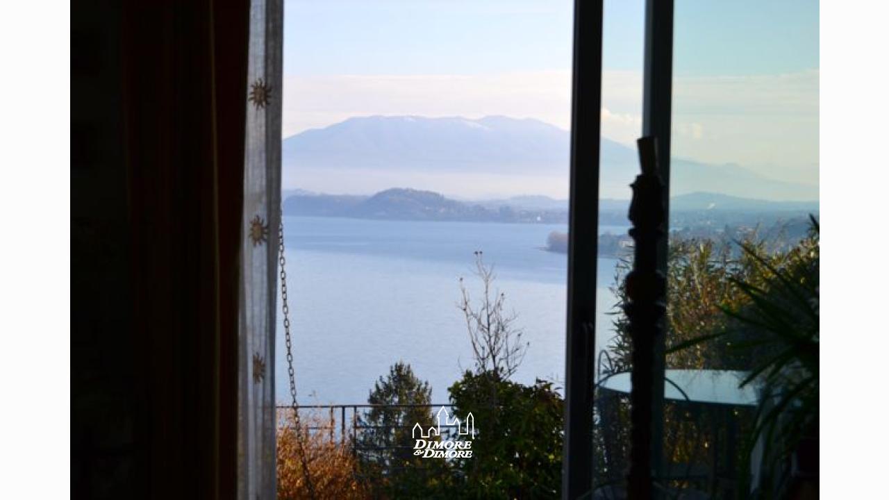 Appartamento lago maggiore meina vista lago dimore for Appartamento lago