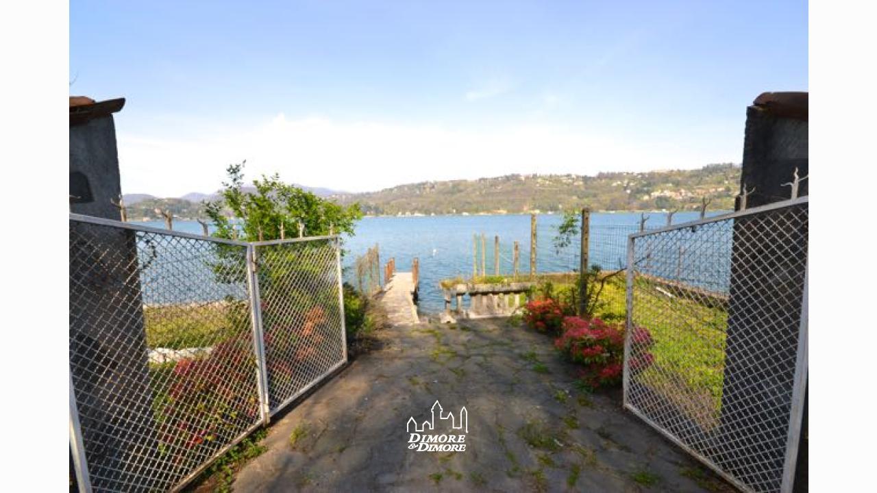 Lago d 39 orta antico casale con spiaggia dimore dimore for Lago con spiaggia vicino a milano