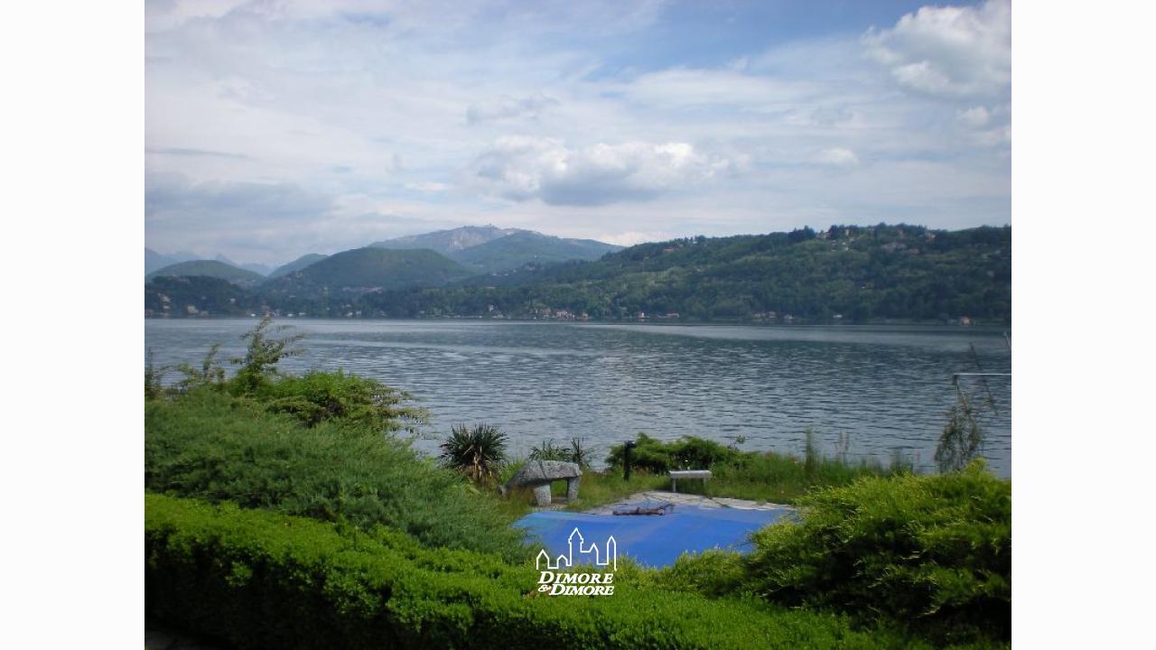 Villa lago d 39 orta con spiaggia dimore dimore agenzia - Dimore immobiliare ...