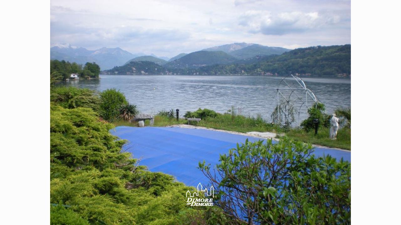 Villa lago d 39 orta con spiaggia dimore dimore agenzia for Lago con spiaggia vicino a milano