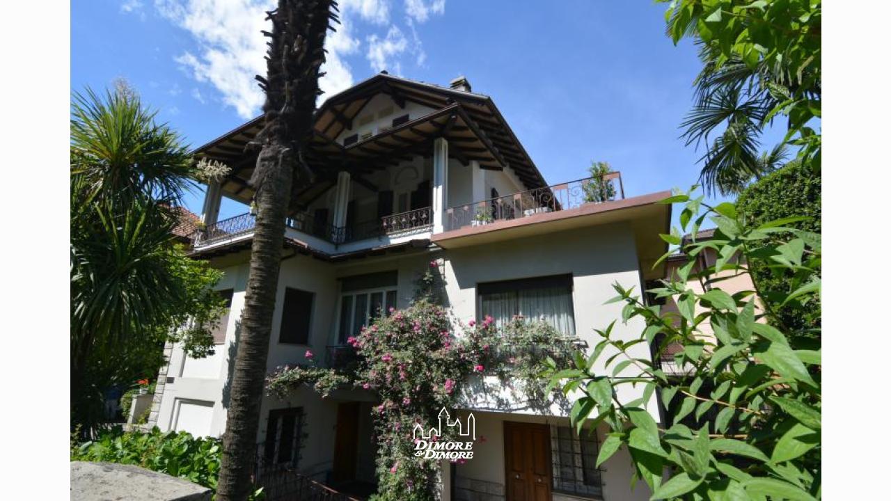 Villa indipendente con giardino a stresa dimore dimore - Foto ville con giardino ...