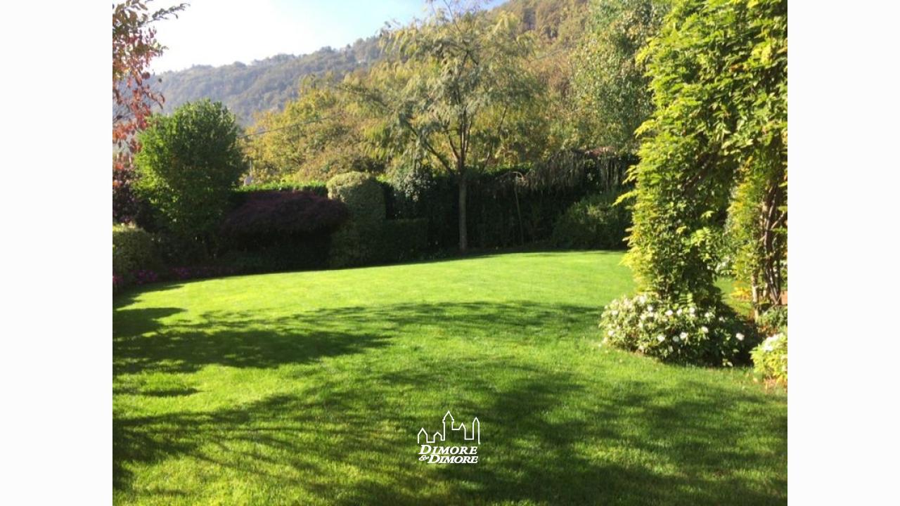 Villa a pella con giardino dimore dimore agenzia - Ville con giardino foto ...