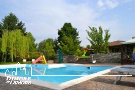 Prestigieuse villa immergée dans le vert