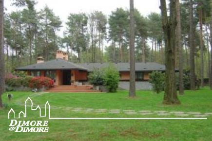 Land Villa in der Nähe Arona am Lago Maggiore