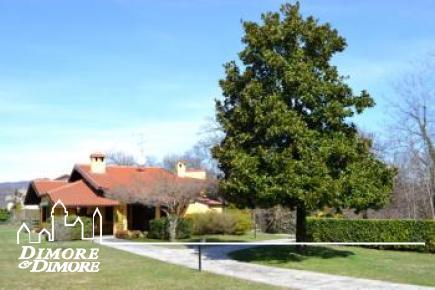 Villa mit Park in der Nähe Arona