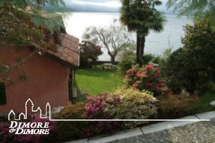 Lake Maggiore villa with beach
