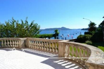 Apartment in historic building facing the lake Lago Maggiore Belgirate