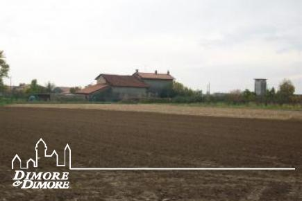 Malerisches Bauernhaus mit weitläufigen Gelände