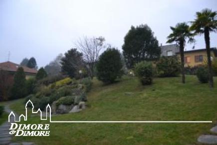 Villa in vendita a Nebbiuno