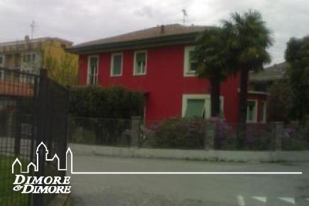 Villa a Lesa Lago Maggiore