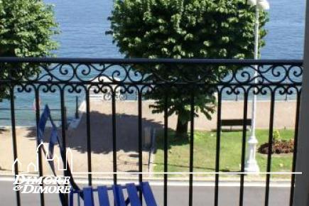 Appartement dans le lac devant le palais d    'ère
