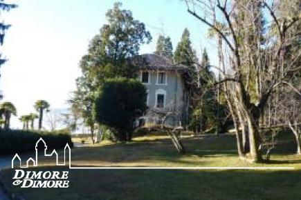 Studio for rent in prestigious villa in Ghiffa