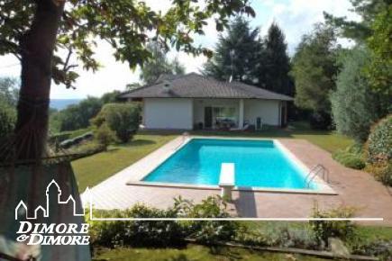 Villa con parco e piscina a Sesto Calende