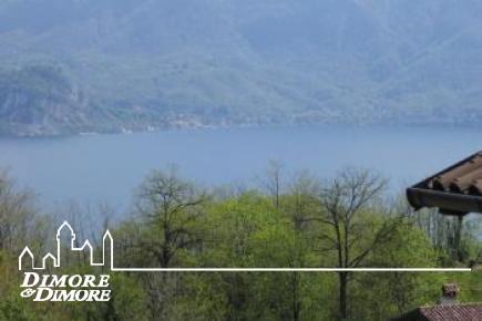 Casa a Oggebbio poco distante dalle rive del lago Maggiore
