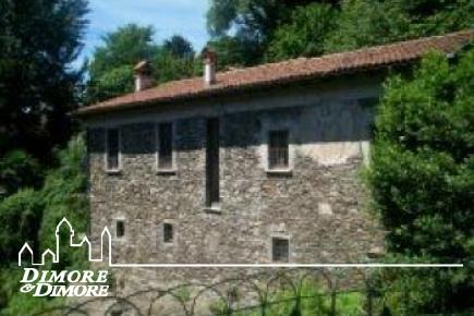 House with garden and Verbania torrrente