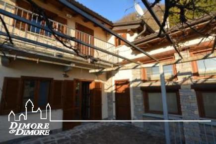 Casa indipendente in vendita a Laveno Mombello