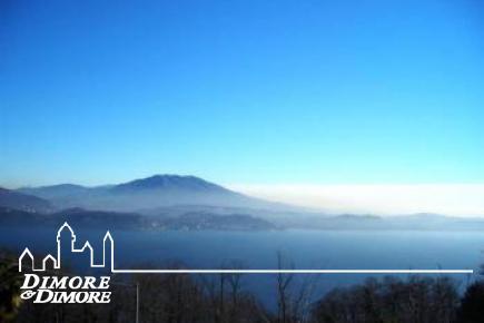 Land mit rustikalen Hügel mit Blick auf den Lago Maggiore Stresa
