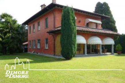 Villa in Verbania in a central