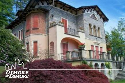 Villa d  'age on the heights of Lake Maggiore