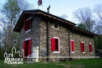 Casa a Levo in pietra a  vista con rustico annesso