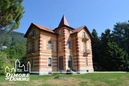 Villa a Verbania collinare
